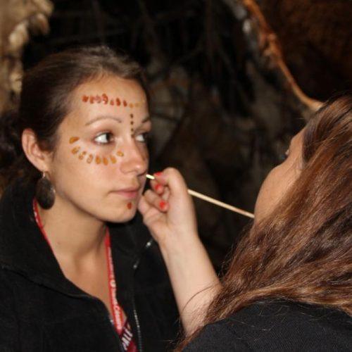 L'atelier de maquillage préhistorique saura ravir les petits et les grands ! En libre accès dans le hall d'entrée.