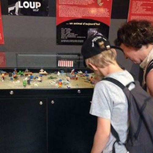 Diorama de Playmobil sur les différents métiers de l'archéologie